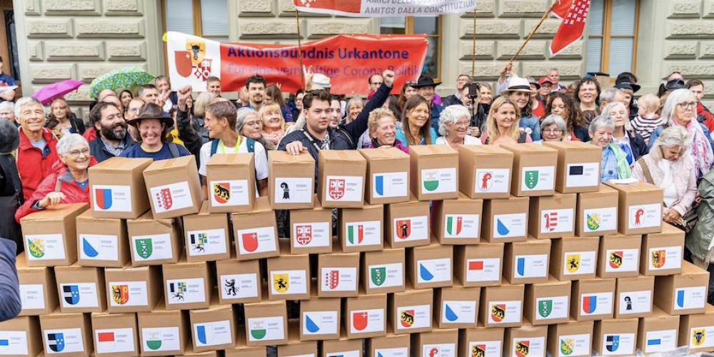 Suisse: le 2e référendum contre la loi Covid aboutit haut la main